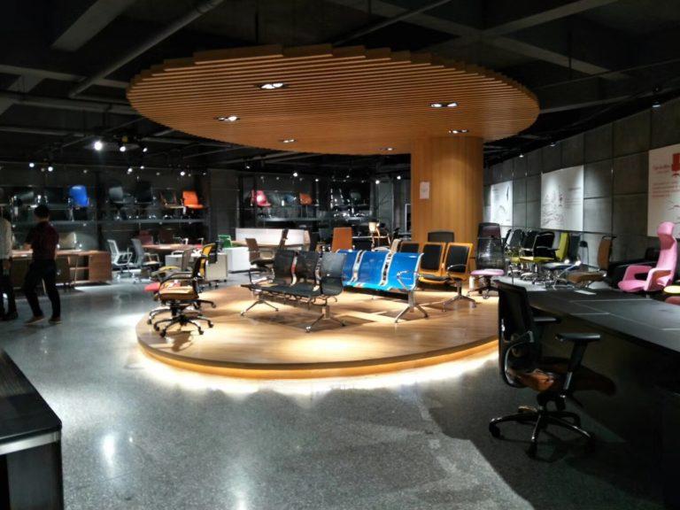 Showroom ghế văn phòng B154