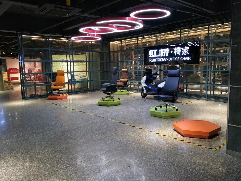 Showroom ghế văn phòng F106