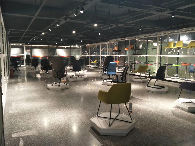 Showroom ghế văn phòng F70